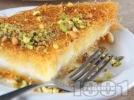 Оригинално Кюнефе - класически турски сладкиш с готов кадаиф, сирене моцарела (или кашкавал), кедрови ядки и шам фъстък (шамфъстък) за десерт